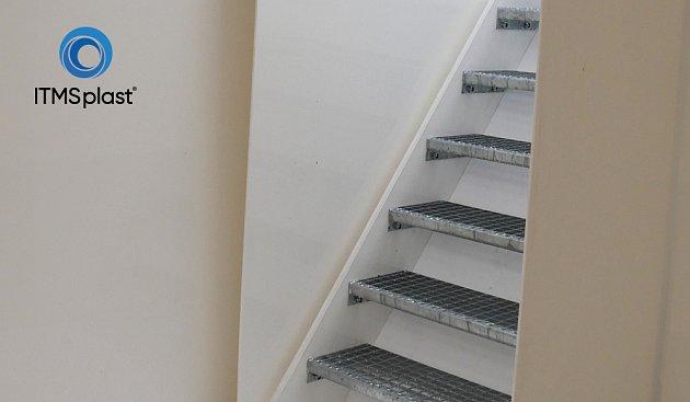 schody do plastového sklepa