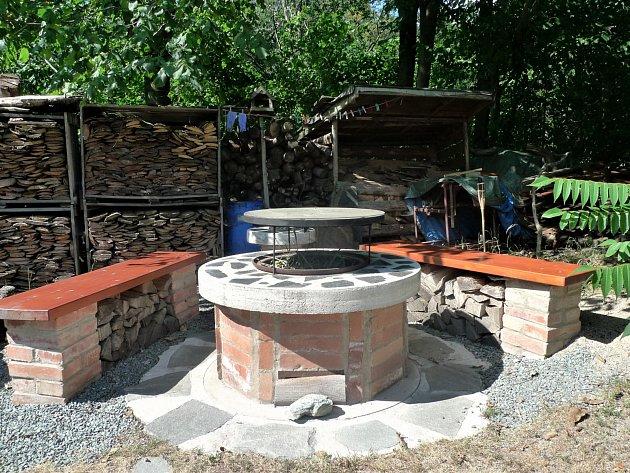 Návštěva na chalupě v Orlických horách: Lávový gril je velmi často provozu