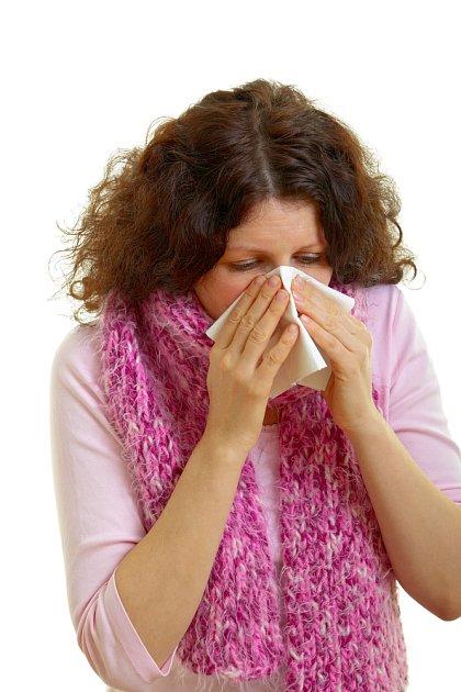 Alergie zatěžují stále více lidí. Prach, pyl a roztoči patří k těm nejčastějším spouštěčům reakce.