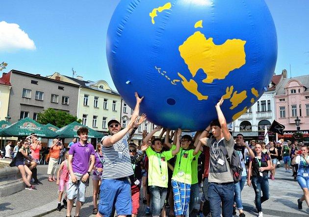 Tradiční součástí GLOBE Games je průvod městem.