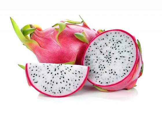 Dužina dračího ovoce (pitahaya) může být bílá nebo rudá.