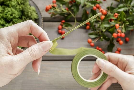 Zelená gutaperčová páska vám pomůže přikrýt drátek