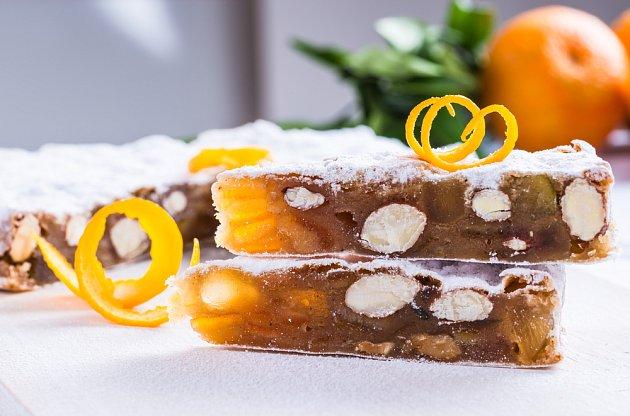 Panforte, italský vánoční dortík z ovocem a oříšky