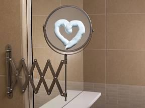 Vyzkoušejte pěnu na holení na mlžící se zrcadla.