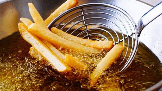 Smažení je nejméně zdravý způsob přípravy pokrmů