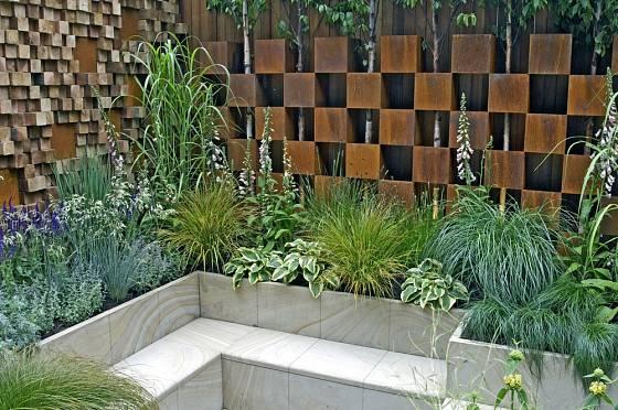 Hosty se skvěle uplatní i v moderně koncipovaných městských zahradách.