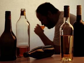 I když muži mohou bez většího rizika vypít více alkoholu než ženy, i jejich játra jsou zranitelná