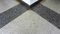 Klasický vzhled teraco podlahy v úředních budovách