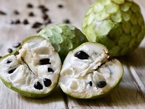 Čerimoja, plod láhevníku, je výjimečně lahodný