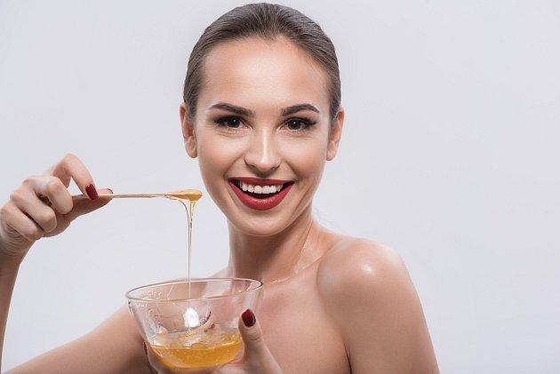 Věděli jste, že med je skvělým pomocníkem regenerace rtů?