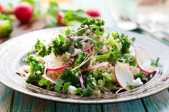 Klíčky salát obohatí co do účinků pro zdraví, chutě i vzhledu
