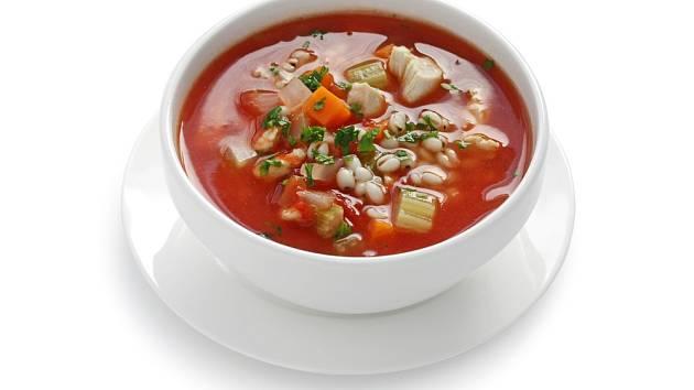 Rajčatovo-řepnou polévku vylepšete dvěma lžícemi vařené slzovky.