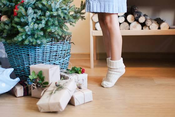 Stojan na vánoční stromeček se dá elegantně zamaskovat