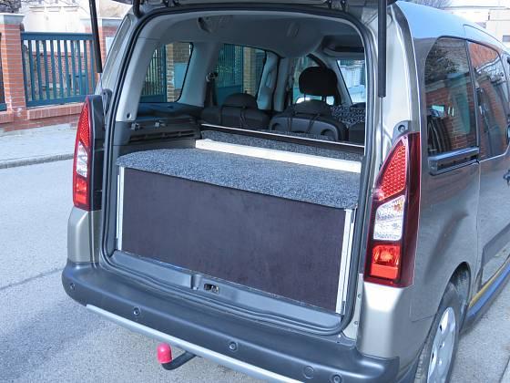 Bednu tvoří zadní a vrchní strana a dvě bočnice, které vrchní desku nesou. Novější typ Citroenu Berlingo
