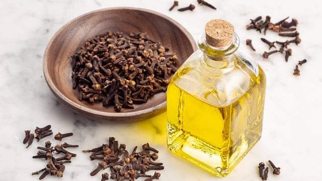 Hřebíček využijeme nejen jako koření, ale i jako esenciální olej.