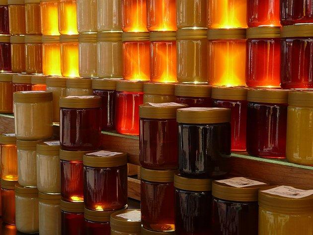 med má mnoho barev a odstínů