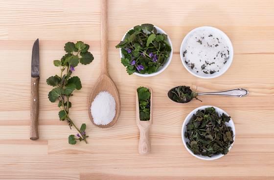 Popenec můžeme využít k ochucení bylinkové soli.