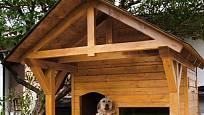 Psí bouda musí být umístěna na vhodném místě, aby měl pes přehled.