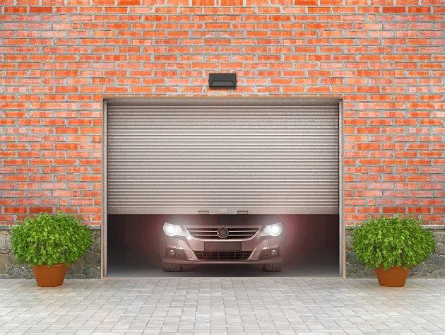 Rolovací vrata nejsou špatná, pokud se nebojíte zlodějů a v garáži nepotřebujete mít teplo.