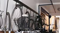 Kromě společné úschovy kola v prostorách kolárny lze kolo uskladnit i přímo v bytě.