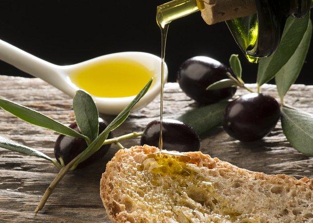 Olivový olej můžeme nakapat rovnou na chleba.