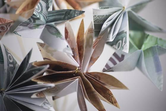 Peníze složte jako květiny nebo motýlky