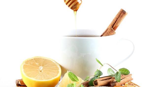 Med, voda a skořice