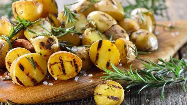 Grilované brambory a rozmarýn, dokonalá kombinace