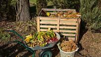 Kompost přemění zahradní odpad v zeminu plnou živin.