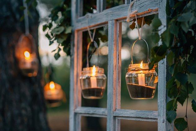 Svíčky je nutno ochránit proti větru