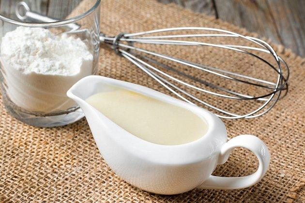 K výrobě jíšky stačí jen dvě ingredience - tuk, mouka (a libovolná tekutina)