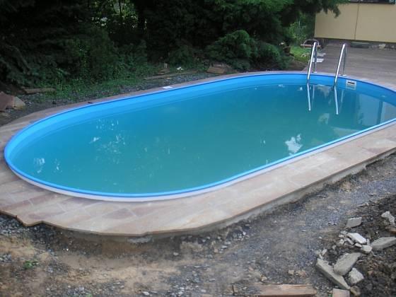V horkých dnech se v bazénu snadno objeví kalná voda.