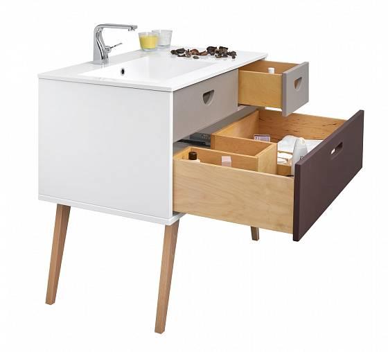 retro stolek do koupelny je půvabný i praktický