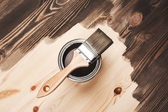 Nátěr zvýrazní kresbu dřeva.