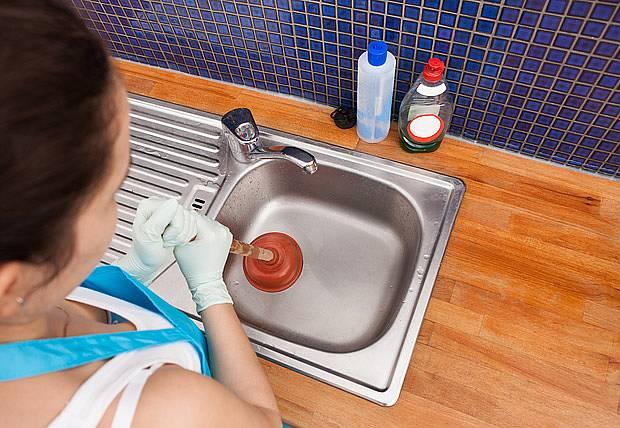 soda a ocet umí vyčistit ucpaný odpad