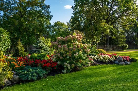 Dobrý výběr rostlin a jejich vhodné kombinace vám zajistí celoročně krásnou zahradu