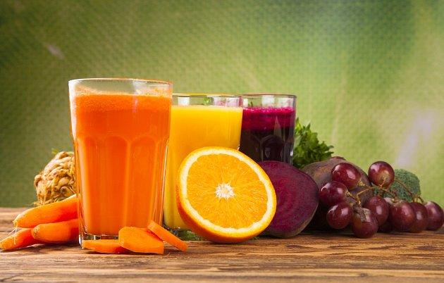 Nejvíce vitamínů má čerstvě připravený džus.
