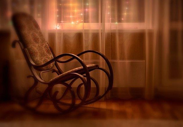 Klasické tvary houpacího křesla se nikdy neokoukají