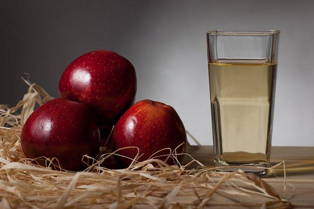 Do likéru můžete přidat i jablečnou šťávu
