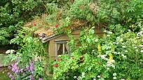 Dokonale maskovaný zahradní domek.