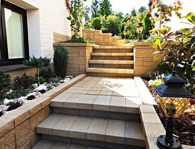 Zahradní schody: praktický a efektní doplněk dodá zahradě nový rozměr