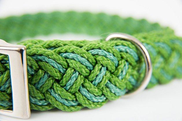 Obojky mohou být z různého materiálu či barvy, ale vždy musí být plně funkční.