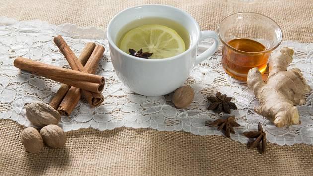 Čaj ze skořice a zázvoru pomáhá hubnout