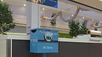 Malé boxy na zářivky a úsporné žárovky najdete často i v obchodech