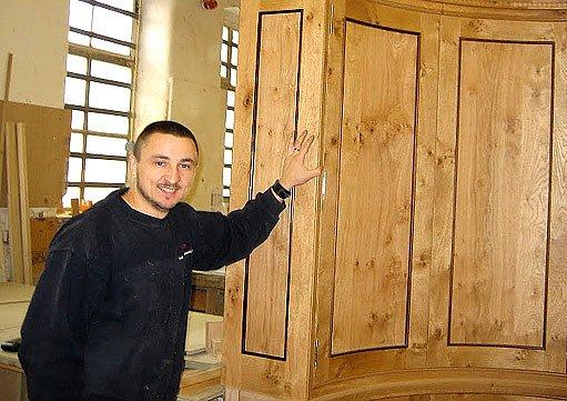 Petr Kiška v truhlárně