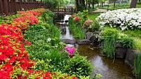 Potok bývá častou součástí japonských zahrad.