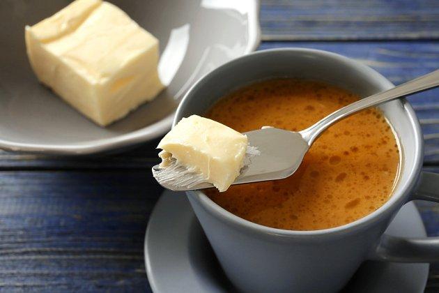 Ač káva s máslem vypadá stejně hrozivě, jako zní, má zázračné účinky.