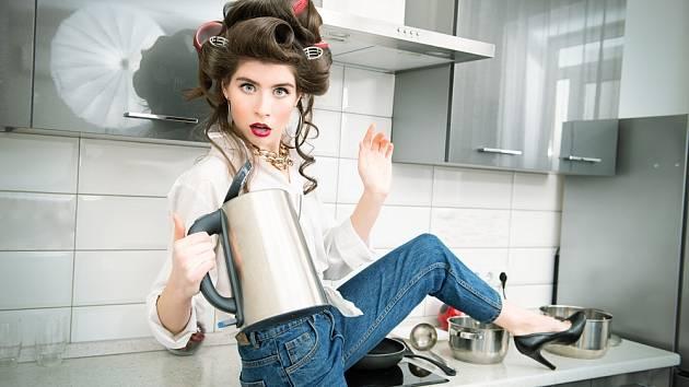 Rychlovarná konvice je v domácnosti nezbytným pomocníkem. Šetří čas.