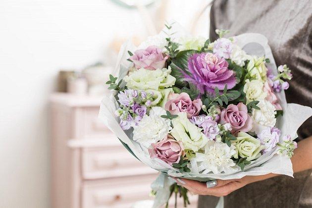 Světlé barvy květin evokují čistotu a něhu