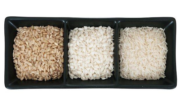 Tři druhy rýže, hnědá jako příloha, arborio na risotta a kaše a basmati k masům.